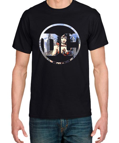 Cine Camiseta Mujer Maravilla en el Logo DC