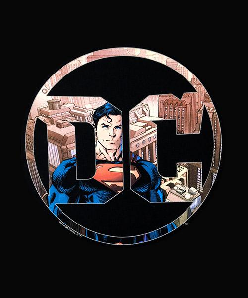 Cine Camiseta Superman en el Logo DC